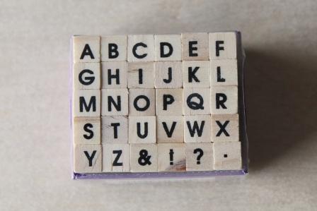 segells fusta abecedari arial
