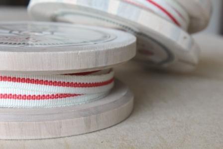 cinta con bobina de madera antigua