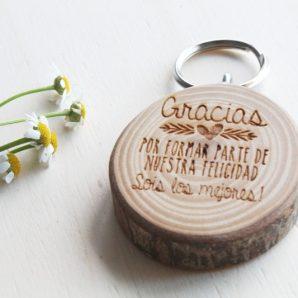 detalles de boda llaveros de madera