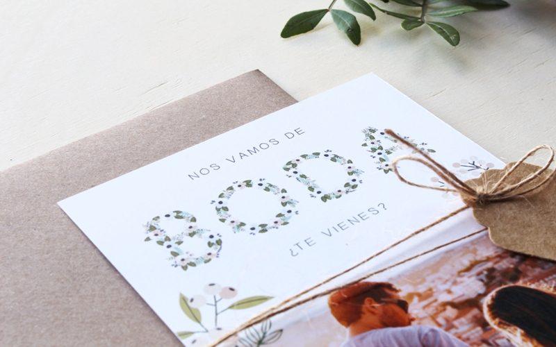 invitaciones de boda con foto y flores pasteles