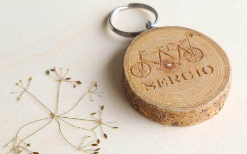 llaveros personalizados de madera con nombres