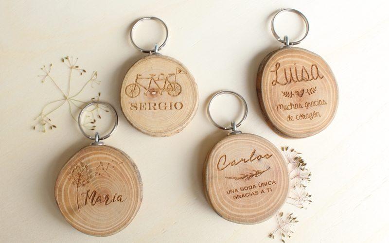 llaveros de madera grabados